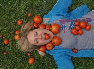 Jen with tomatoes